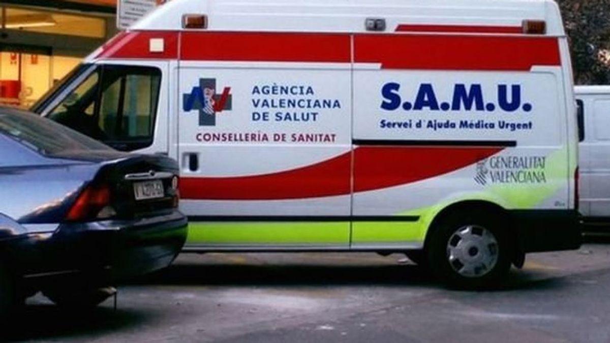 Cuatro heridos, tres de ellos graves, tras caer desde un primer piso en Denia al romperse una barandilla