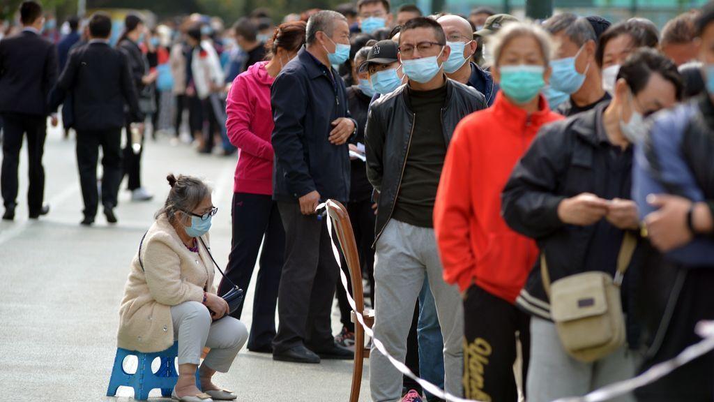 Largas colas para las pruebas en la ciudad de Qingdao