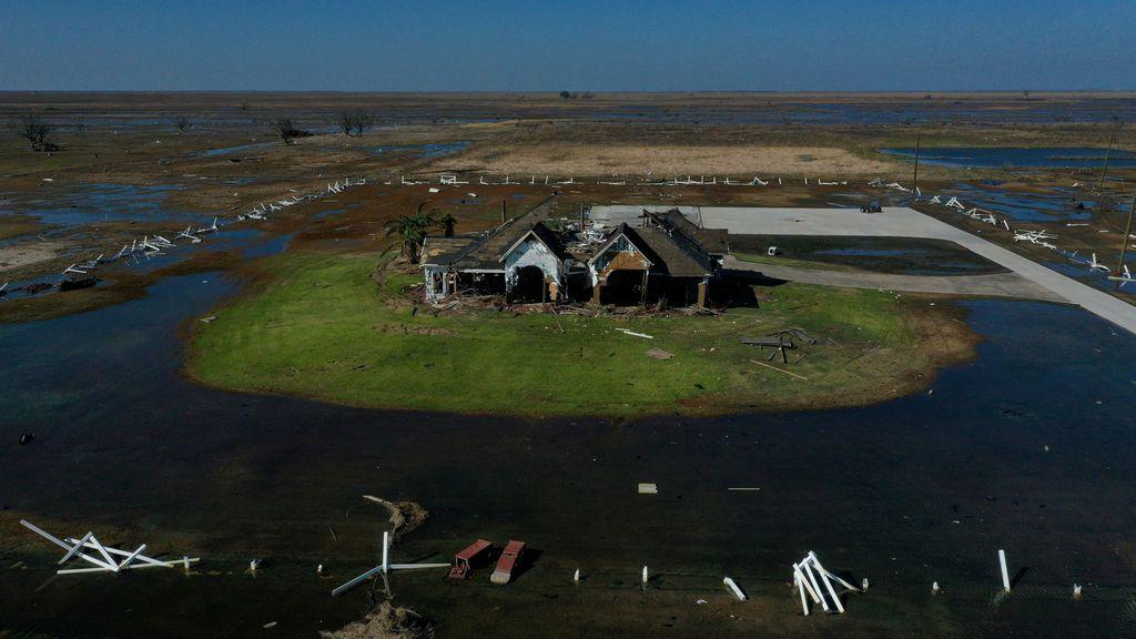 Un dron capta el destrozo por el huracán Delta en Luisiana