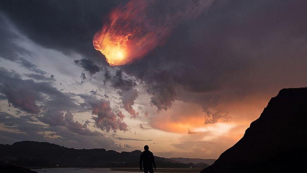 El momento en que un meteorito convierte la noche en día en México