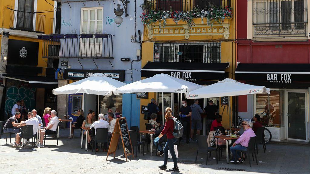 Valencia sortea el acceso a una ayuda para hosteleros ante la avalancha de peticiones