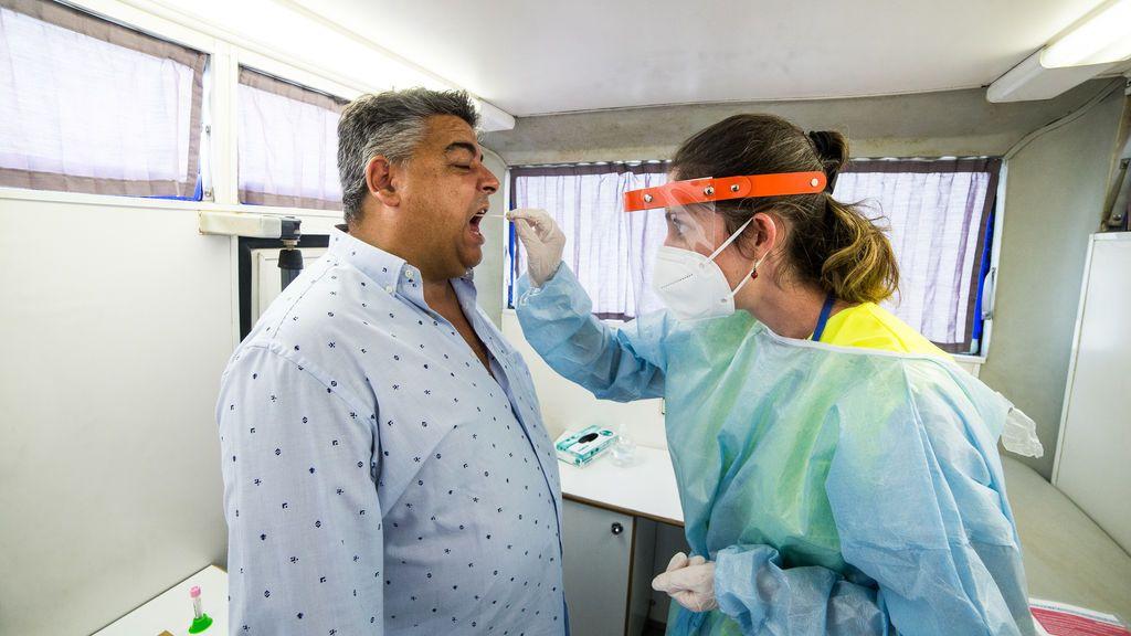 Madrid aumenta los test de antígenos, pero no compensa la caída de las PCR
