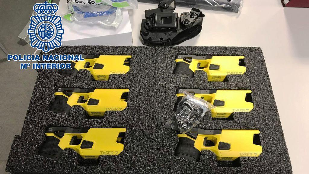 Las pistolas táser ya están en manos de la Policía Nacional