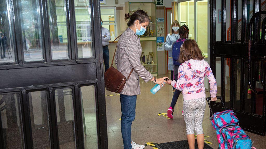El Instituto de Toxicología detecta un 900% más de intoxicaciones por gel hidroalcohólico en niños en 2020