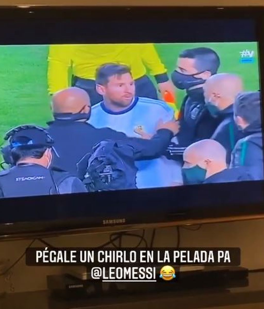 Agüero sale en defensa de Leo Messi.