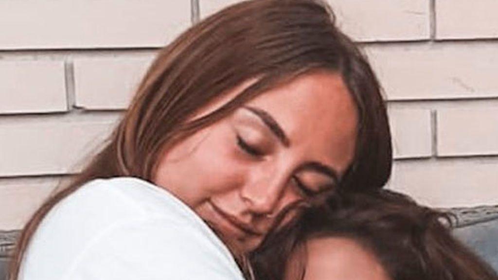 Nombre de artista y carisma heredado: Lola, la hermana pequeña de Rocío Flores