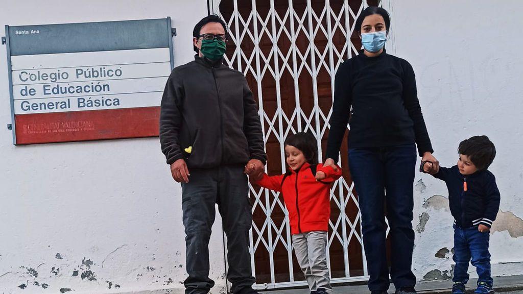 Una familia salva el colegio de un pueblo de Castellón en riesgo de despoblación