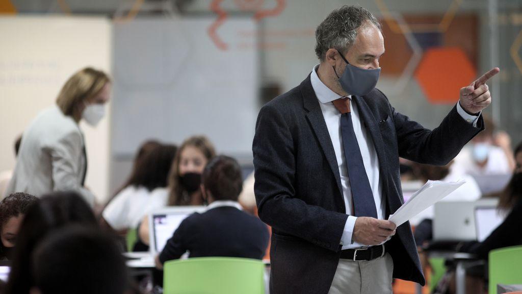 Los directores de institutos de secundaria de Madrid denuncian que faltan 1.400 profesores de plantilla por incoporarse