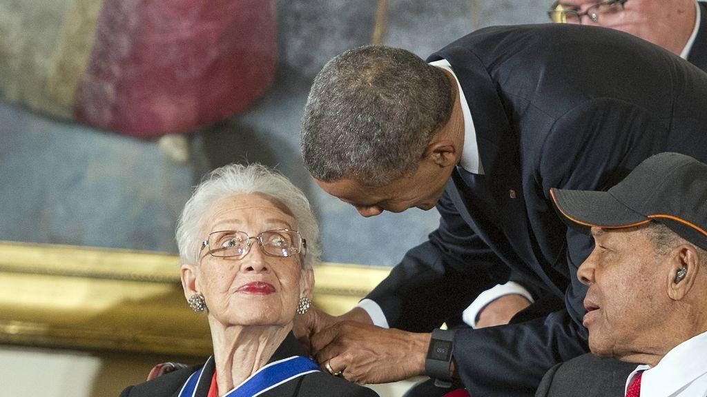 Katherine Johnson, junto a Barack  Obama en 2015