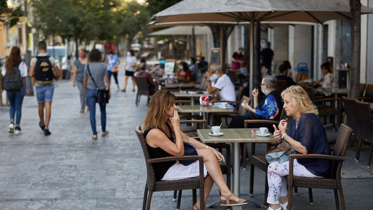 Un virólogo señala el error que muchos cometen en bares y reuniones familiares
