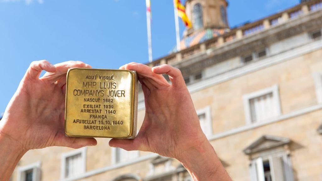 La Generalitat instala un adoquín de Stolpersteine en homenaje a Lluís Companys en Barcelona