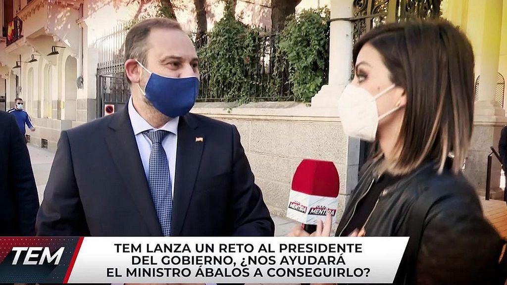 Pedro Sánchez no, pero Ábalos ya luce el pin de España de 'Todo es mentira'