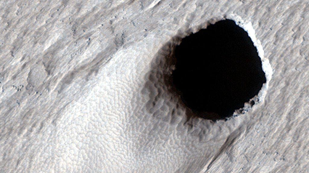 Enorme cráter de lava de 50 metros de diámetro encontrado en Marte