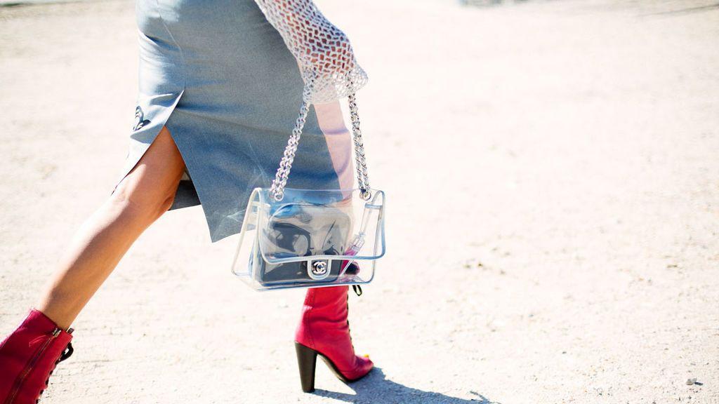 Una de las modas que más viene pisando fuerte son las transparencias.