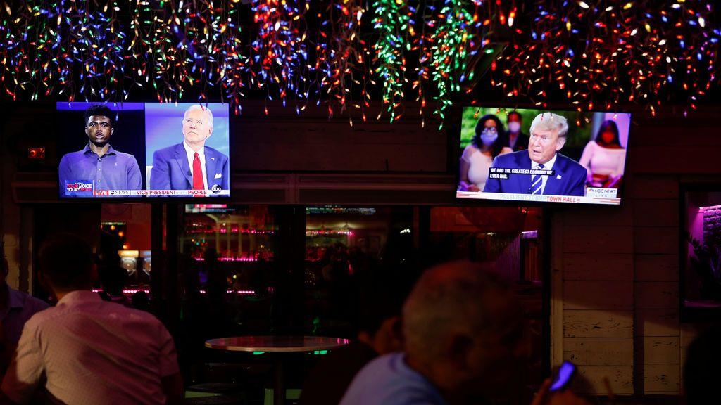 El perfecto caballero y el maestro de la televisión se presentan ante los votantes por separado