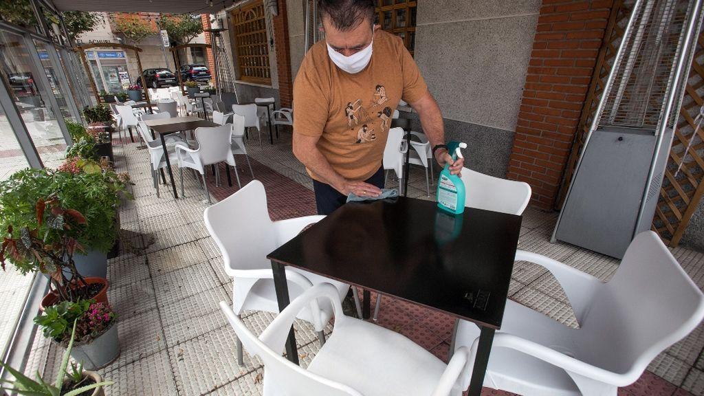 Un cliente paga un café con 50 euros y no coge la vuelta para ayudar a los bares y terrazas confinados