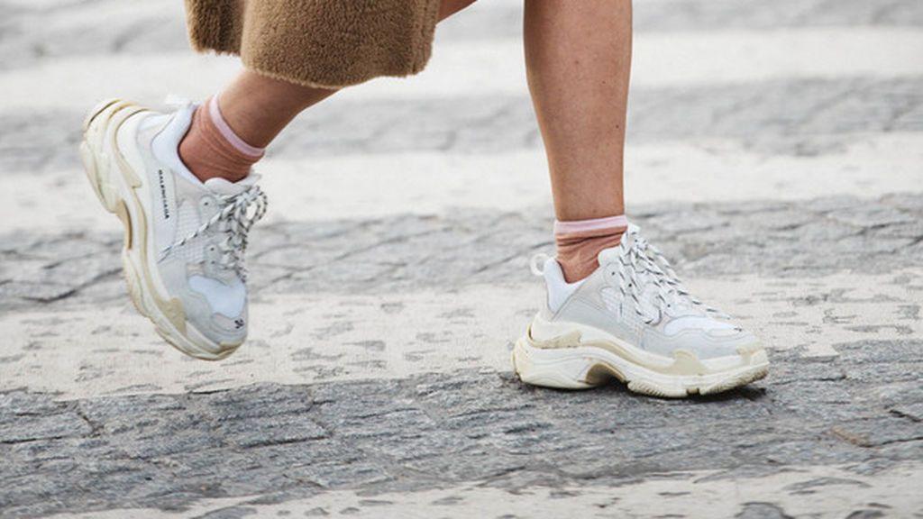 Las sneakers se convertirán en tu complemento ideal para los días de exhaustivo trabajo.