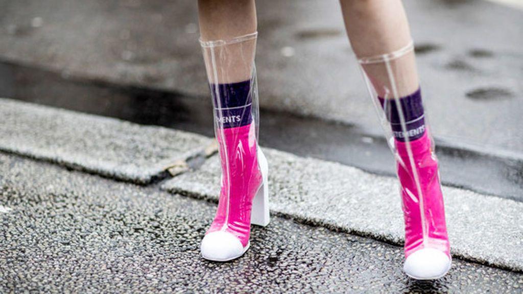 Y, para los días de lluvia, siempre podrás decantarte por los botines de vinilo.