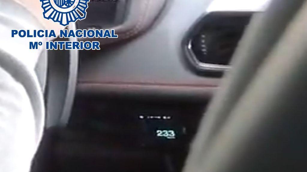 La Policía Nacional detiene a un youtuber que se grabó conduciendo a  233 km/h en una zona limitada a 80 km/h