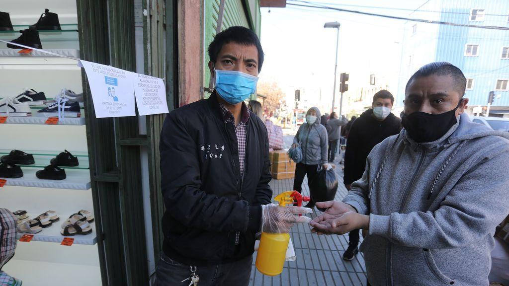 Tasa de positividad en Santiago marca mínimo y se registran 59 nuevos muertos