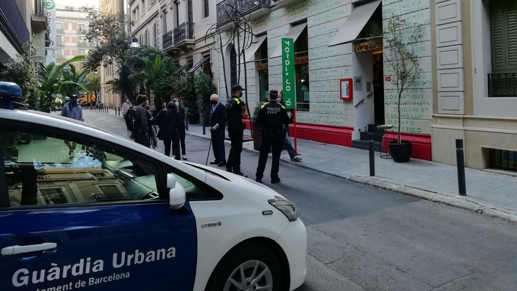 La Guardia Urbana obliga a cerrar a una hostelera insumisa