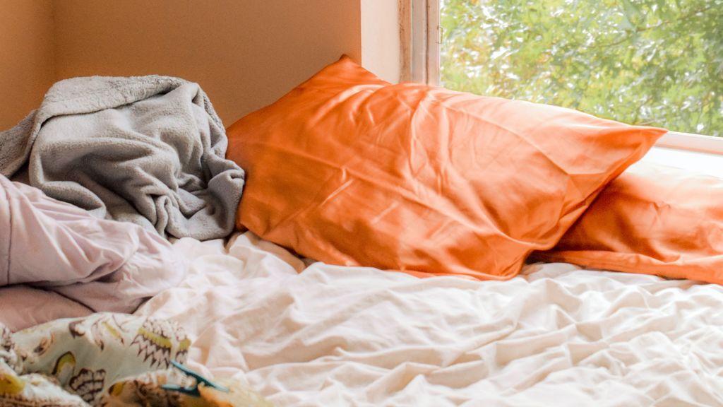 Uno de cada tres británicos admite que lava las sábanas solamente una vez al año, según un estudio