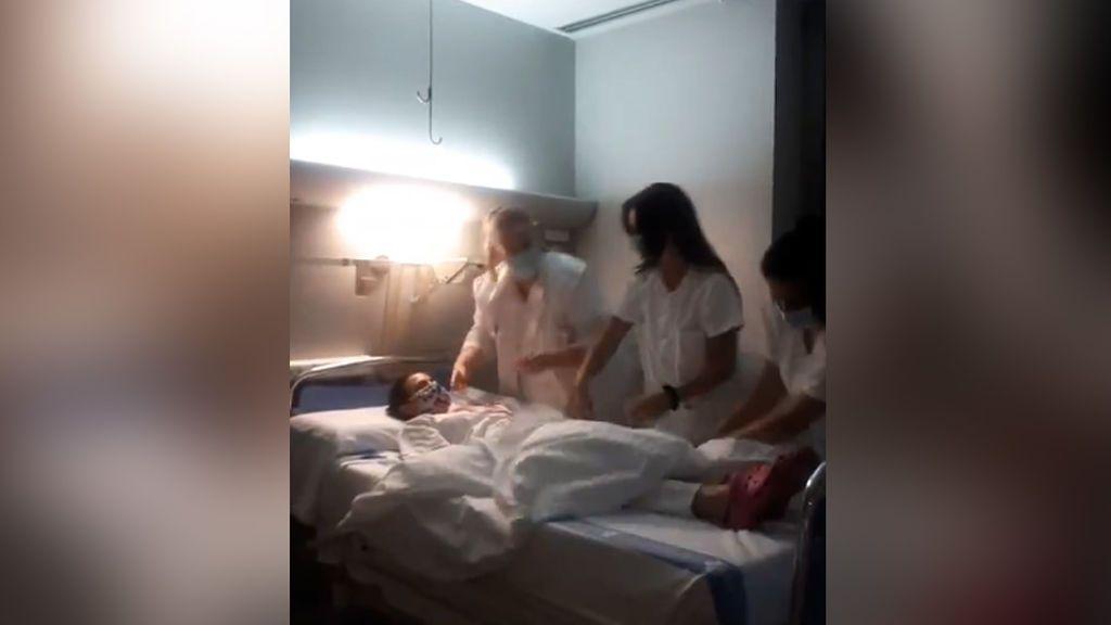 """El vídeo viral de cuatro enfermeras de Tarragona que indigna a la Red: están """"burlándose de los muertos"""""""