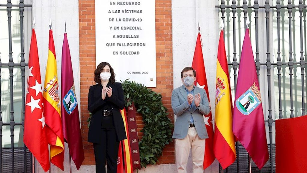 Madrid homenajea a las víctimas del COVID-19 en la Puerta del Sol