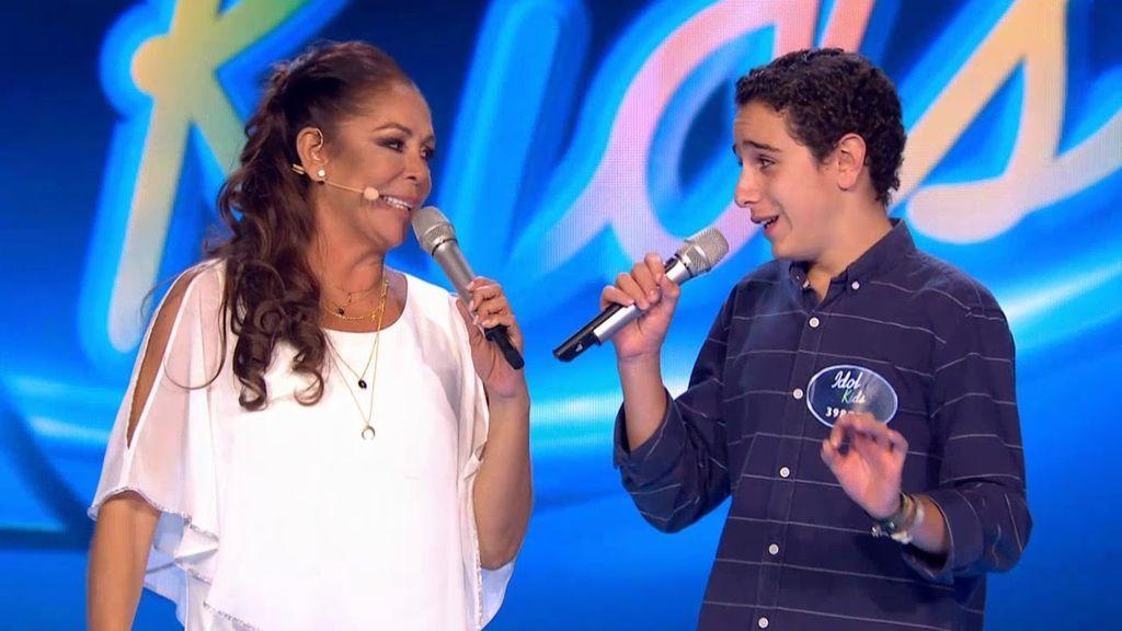 Adrián canta una copla de Isabel Pantoja