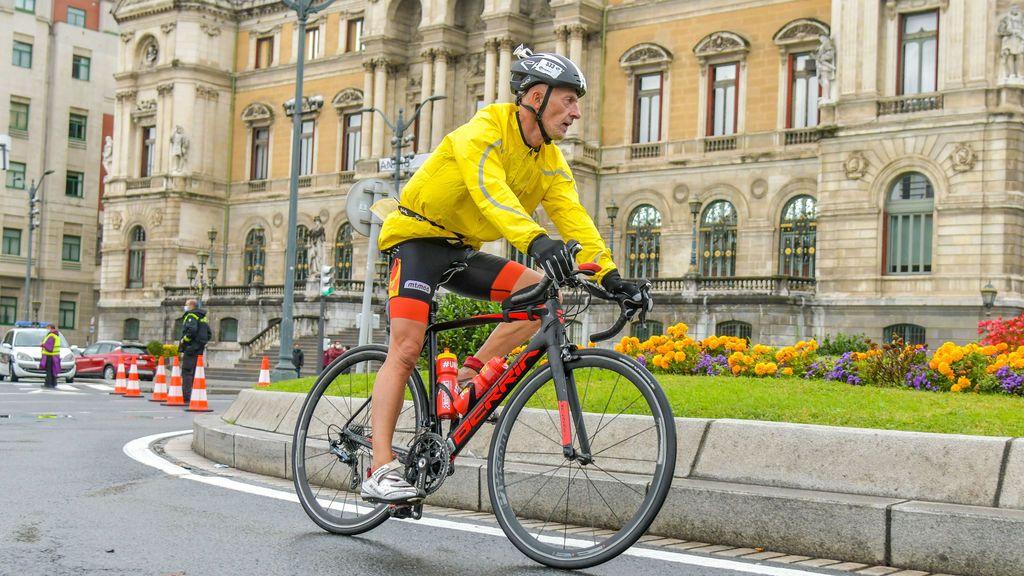 Aurrekoetxea en la prueba de ciclismo del medio triathlón de Bilbao