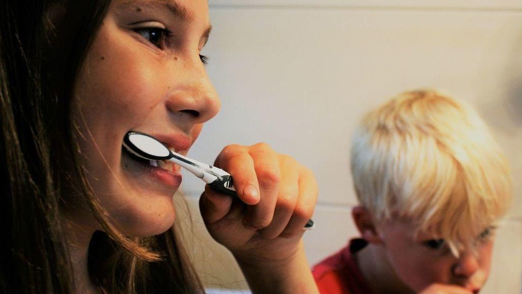 Cepillarse los dientes antes de salir de casa puede ayudar a prevenir el covid19