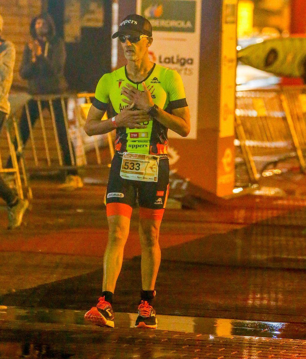 Aurrekoetxea finalizando el medio triathlón de Bilbao