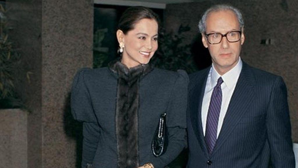 En 1988, Miguel y Ana se casan en secreto en Madrid.
