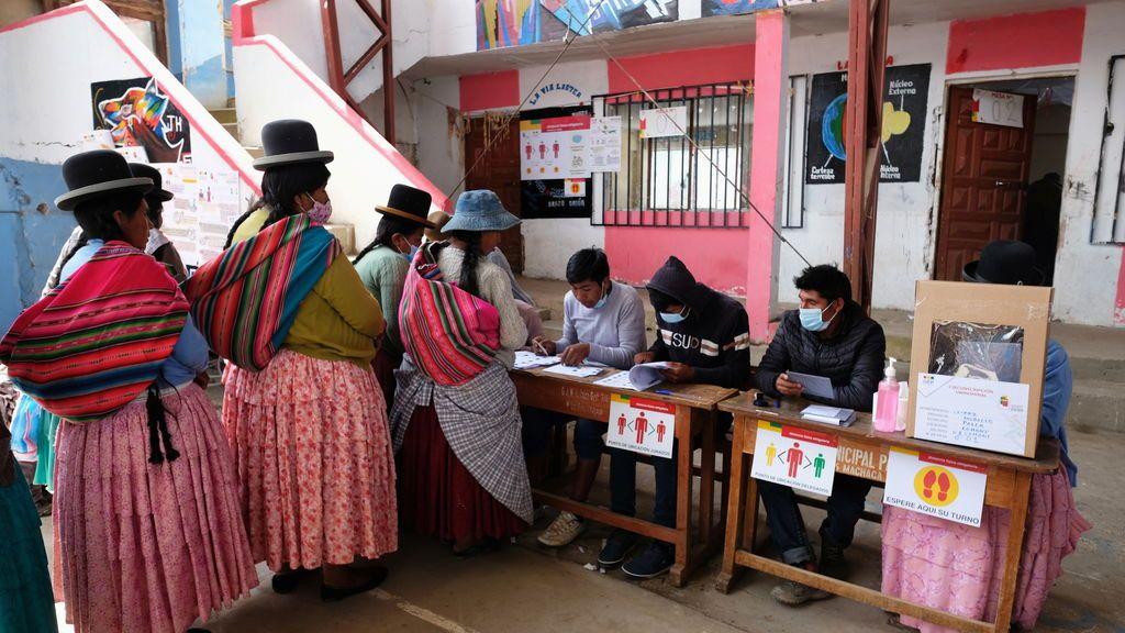 """La UE aplaude la """"participativa"""" jornada electoral en Bolivia y pide esperar los resultados en """"calma"""""""