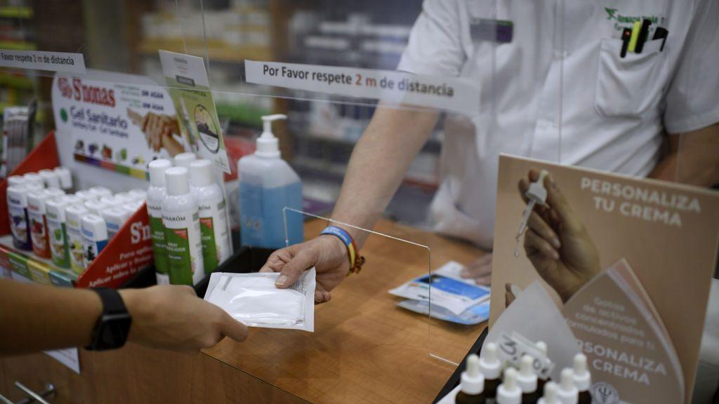 El sector de la enfermería avisa de que vacunar o hacer test covid en farmacias pondría en riesgo la salud