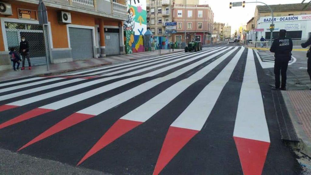 Un paso de peatones de 30 metros de largo para frenar los atropellos en Algemesí (Valencia)