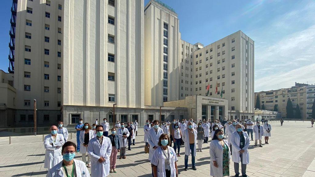 EuropaPress_3338970_direccion_profesionales_hospital_virgen_nieves