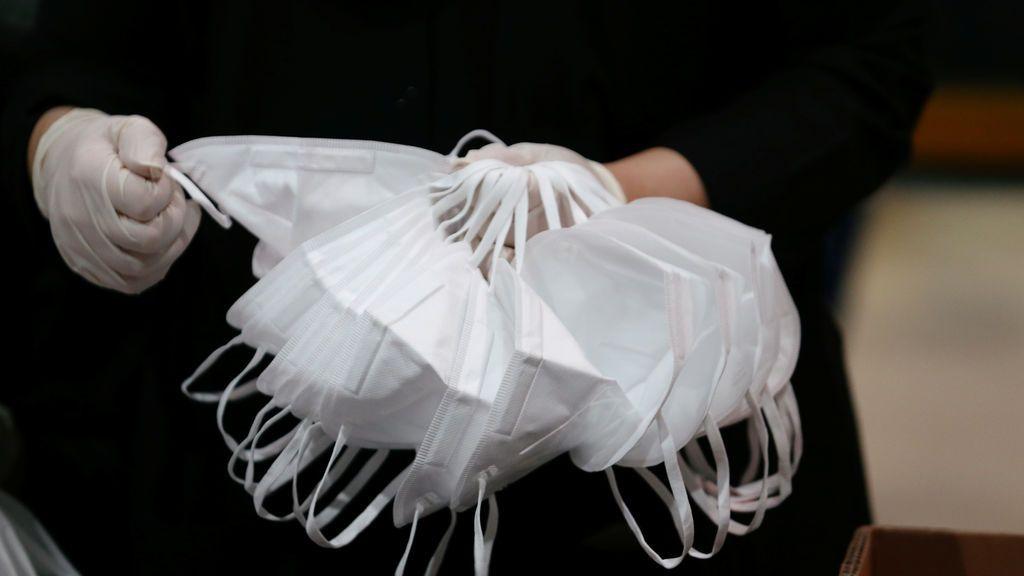No todas las mascarillas protegen igual frente a gotas y aerosoles: y si no están bien ajustadas, ninguna