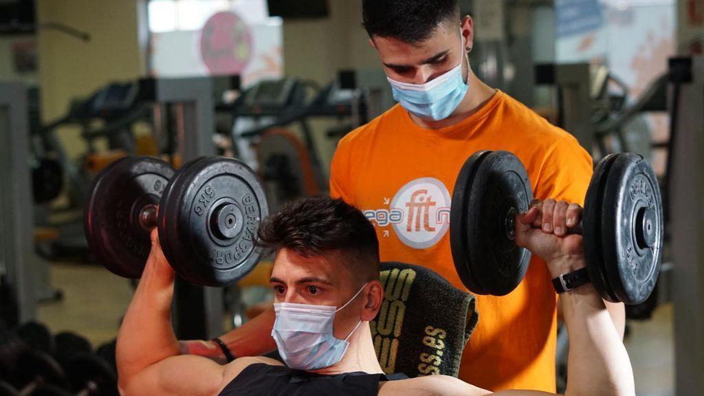 Entrenar en gimnasio en tiempos de coronavirus: controles de temperatura, gel desinfectante y mucho compromiso