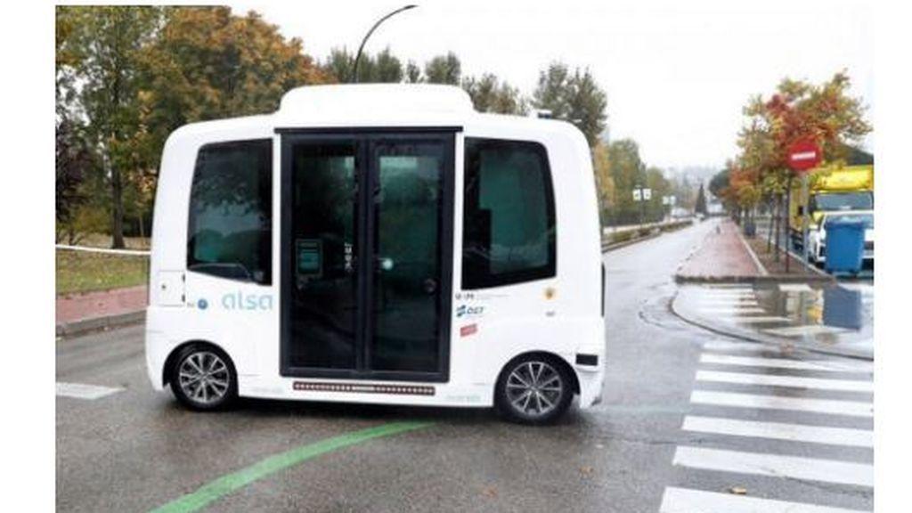 Estreno fallido: El primer autobús sin conductor en España se estrella el primer día de prueba