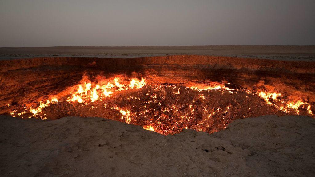 El 'cráter del infierno' ha ardido durante casi 50 años en un desierto remoto