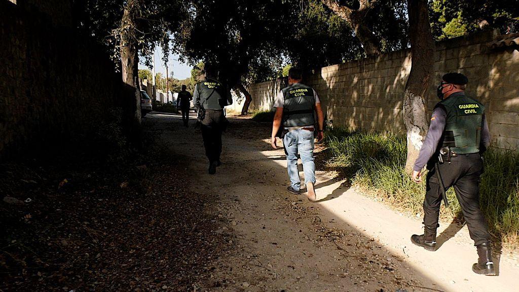 La Guardia Civil se aproxima al domicilio de otro de los investigados
