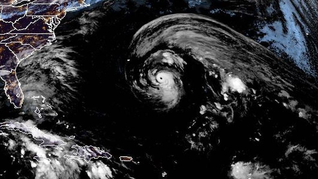 Epsilon llega hoy a Bermudas como gran huracán y se dirigirá después a Europa