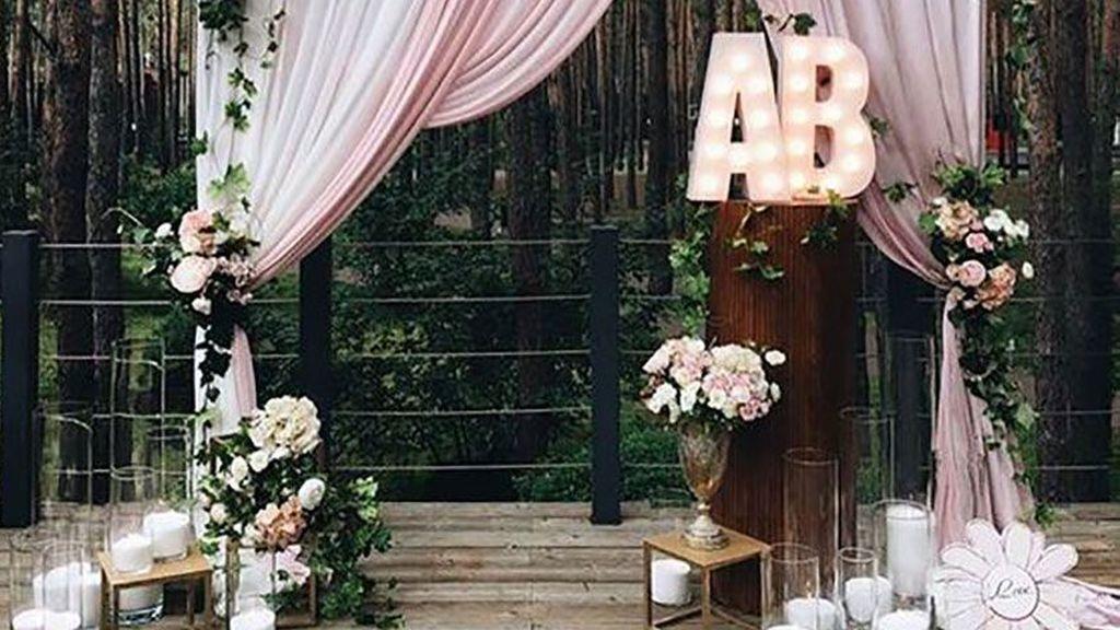 Cómo crear vuestro propio atrezzo para el photocall de la boda: ideas para reducir el presupuesto.