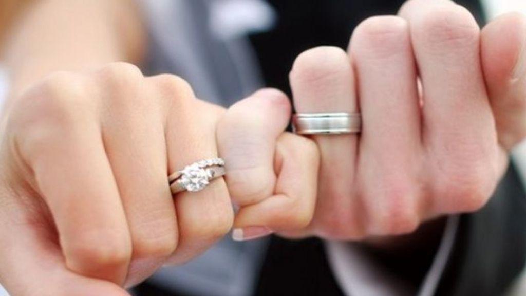 Y, también, en los anillos de boda.