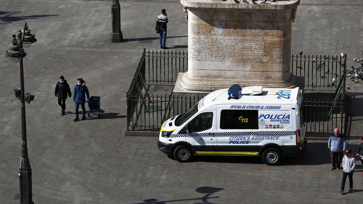 Agrede a un policía en la Puerta del Solo tras ser sancionado por no llevar puesta la mascarilla