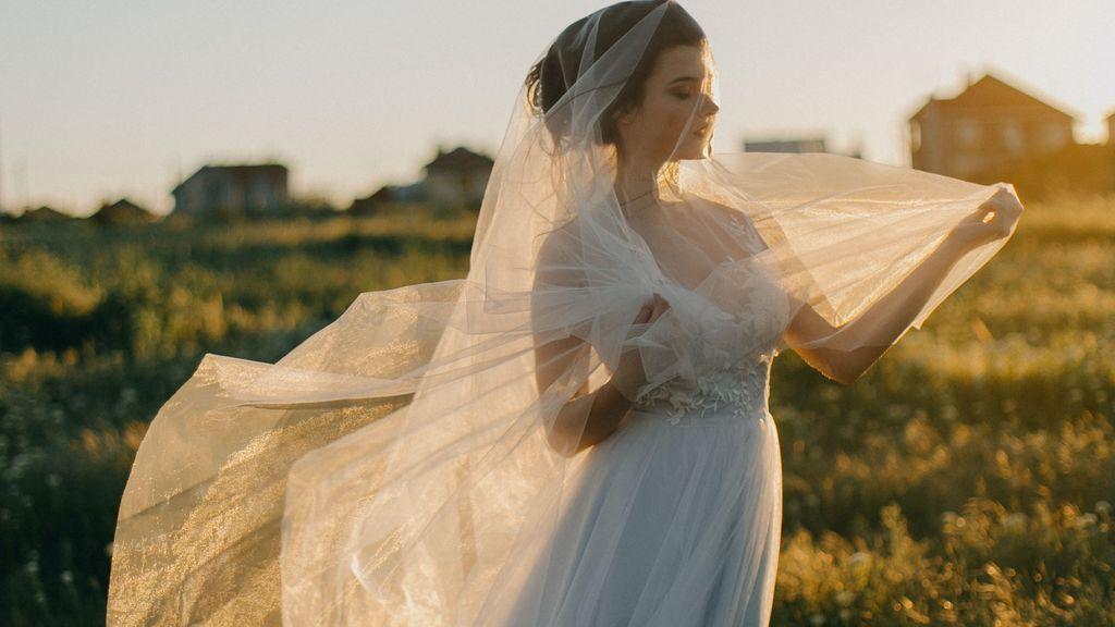 Soñar con un vestido de novia, ¿qué significa tener sueños relacionados con vestidos blancos y matrimonio?