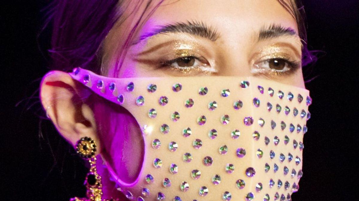 El maquillaje y el fijador, las claves para no manchar tu mascarilla: estos son los mejores trucos.