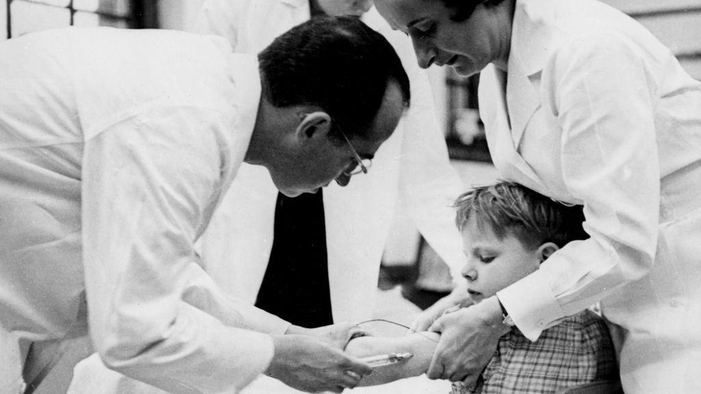 ¿Cuánto cuesta acabar con una enfermedad? La polio al borde de la erradicación 65 años después de la primera vacuna