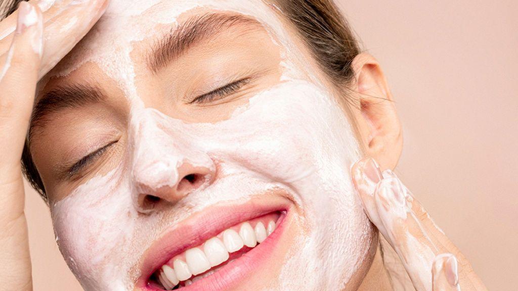 Por tanto, habrá que echarse cremas y limpiar bien el rostro con jabón.